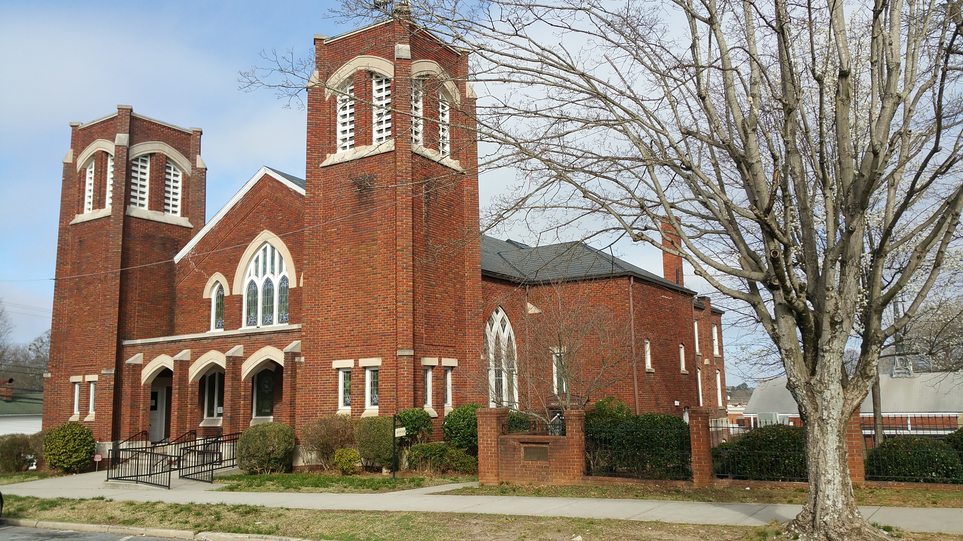 First Presbyterian Church, built in 1917, is listed in the National Register of Historic Places.
